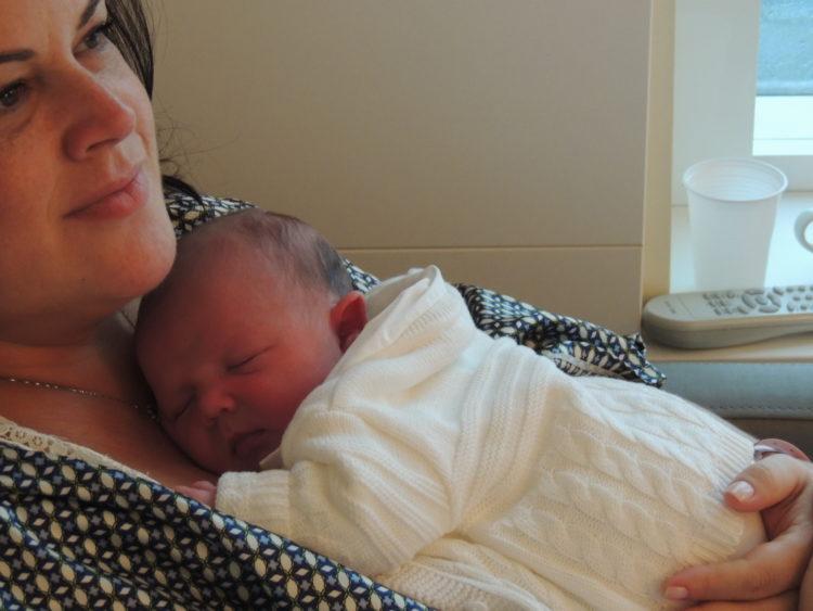 Alessandra com Pedro Henrique no hospital
